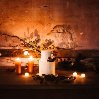 Os bolos de casamento são geralmente brancos, adaptando-sea diferentes estilos e cenários | Créditos: Bakewell | Fotografia: Arte Magna