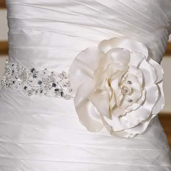 Cintura in cristalli con fiore in tessuto