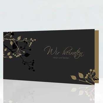 "<a> title=""Sehr edle dunkle Hochzeitskarte"" href=""http://www.cardbycard.de/Dunkle-Hochzeitskarte-mit-Knospen,detail,1111381581.html"" target=""_blank""></a>"