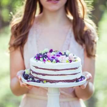 Inspiração delicada para bolos de casamento deliciosos | Créditos: Miss Pavlova - Cake & Co. | Foto: 135 mílimetros