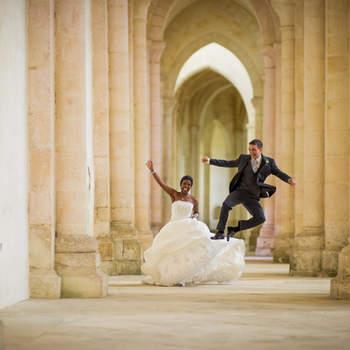 Le mot du photographe : Photo prise dans l'abbaye de Pontigny, à côté de Chablis. Le mariage, ça donne des ailes !  Si cette photo est selon vous, LA PLUS BELLE PHOTO DE MARIAGE, laissez un commentaire ci-dessous en indiquant le n°14