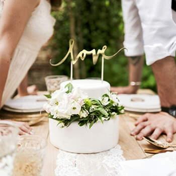 Topper tarta nupcial dorado LOVE- Compra en The Wedding Shop