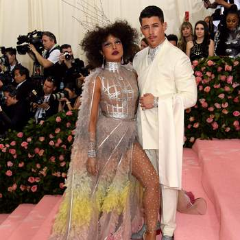 Priyanka Chopra et Nick Jonas en Dior. Credits: Cordon Press