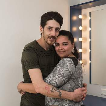 """Petra Paiva tem 27 anos e vai casar pelo civil com Fábio Gomes, de 33. De Marvilla, ele é pasteleiro de profissão e ela está, de momento, desempregada. O seu lema """"os opostos atraem-se"""""""