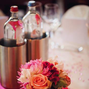 Für gewagerte Brautpaare: Rosa und Pink für die Tischdeko. Foto: 2Rings Trouwfotografie (Holland)