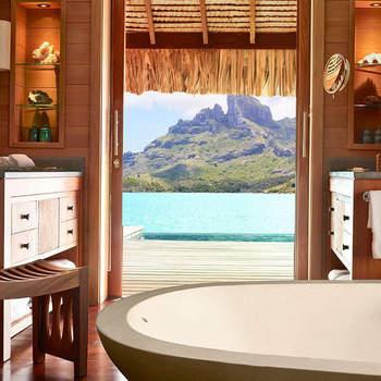 Os dois embarcaram num jacto particular para uma viagem romântica poucas horas após oficializarem a união. Foto:  Four Seasons Resort Bora Bora