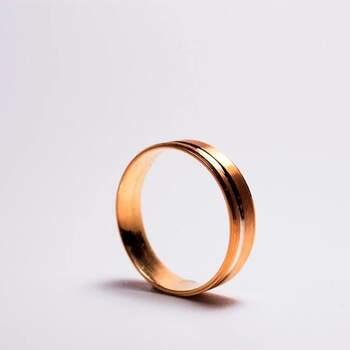 Bela&Mendonça - alianças em ouro rosa clássicas. Preços entre os 100€ e os 600€ (Porto)