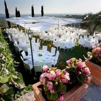 Torre in Pietra Ricevimenti: Ampie terrazze la cui vista fa da scenario al vostro banchetto panoramico ed elegante.