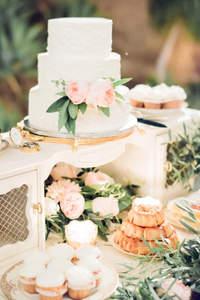 Inspiracje na słodkie stoły na weselu