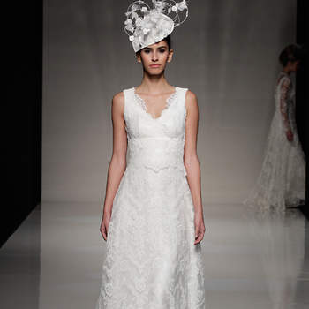 La colección de vestidos de novia de Johana Hehir resalta el encaje en todas sus formas. Son vestidos totalmente románticos y vanguardistas, para las novias que quieren lucir un vestido sencillo pero muy elegante y a la moda. ©Johanna Hehir at The White Gallery London 2012
