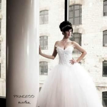 Robe de mariée Princess, Collection Mon Amour. Vue de face. Crédit photo: Nathalie Elbaz Cleuet