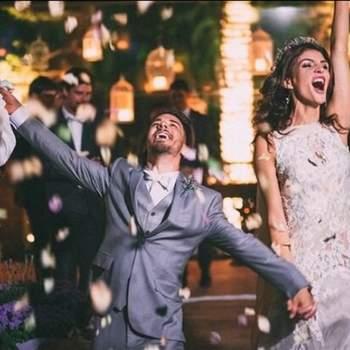 Júnior Lima e a modelo Mônica Benini se casaram no dia 25 de outubro, em Itatiba, no interior de São Paulo. No casamento não faltaram claro, sua irmã Sandy Leah, seu marido Lucas Lima, e os pais Noely e Xororó.  Credits: Instagram