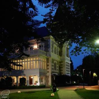 Un palacete del S.XIX que cuenta con preciosos jardines franceses. El emplazamiento ideal para una boda de ensueño.