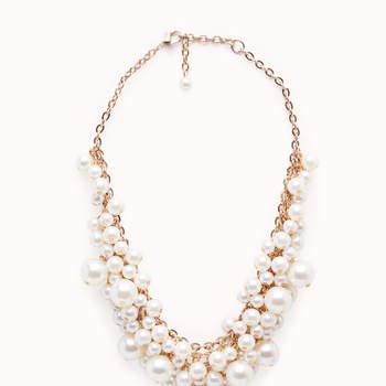 Collar corto de perlas. Credits:  Cortefiel