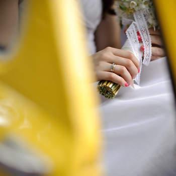 Las alianzas son un detalle que no puede faltar en vuestras fotos de boda. Foto: U&U photo. Web: http://www.u-uphoto.com/