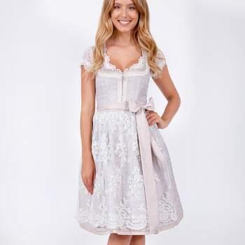 Brautdirndl der Marke WIRKES, ab jetzt erhältlich bei Brautkleider.online
