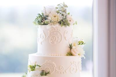 Romantic wedding cakes are a real treat!