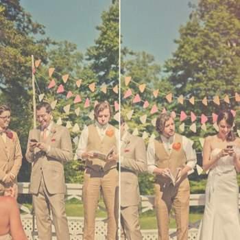 Des guirlandes pour une décoration de mariage en plein. Crédit: Sweet Little Photographs