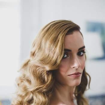 """<a href=""""https://www.zankyou.pt/f/dorota-santos-hairstylist-36065"""" target=""""_blank"""">Dorota Santos Hairstylist</a>"""