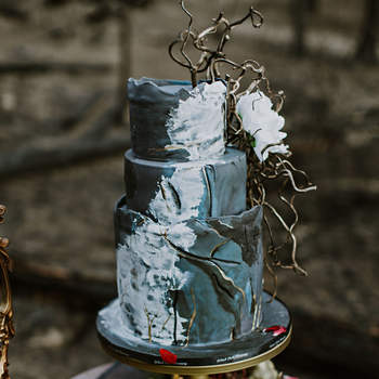 Inspiração para bolos de casamento de 3 andares | Créditos: White Willow Photography