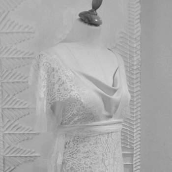 Focus sul corpetto dell'abito da sposa in pizzo