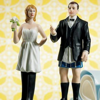 Se nella coppia è la donna che porta i pantaloni, bellissimo questo cake topper che ironizza sul girl power con la donna in pantaloni e l'uomo...in mutande