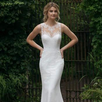 Modelo 44042D, vestido de novia similar al anterior pero con falda recta