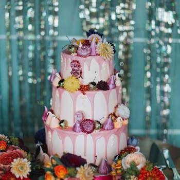Inspiração para estilo Drip Cake rústico em bolos de casamento de 3 andares | Créditos: Miss Gen Photography