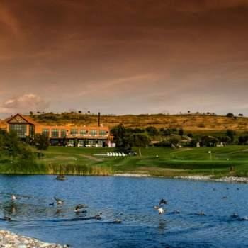 Este lugar está ubicado a sólo 20 minutos del centro de Madrid, con 8.000 metros cuadrados de casa Club, 700.000 metros cuadrados de cuidados paisajes y 8 lagos.