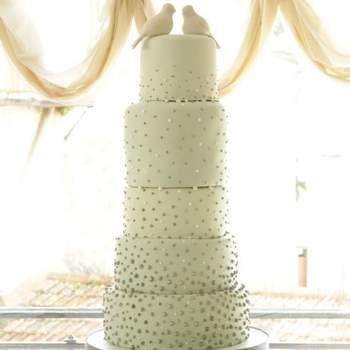Bolo em várias camadas em degradê. Bolo: Vintage Cake Company