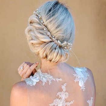 Penteado para noiva com cabelo preso    Credits: Julie Chaill Photography
