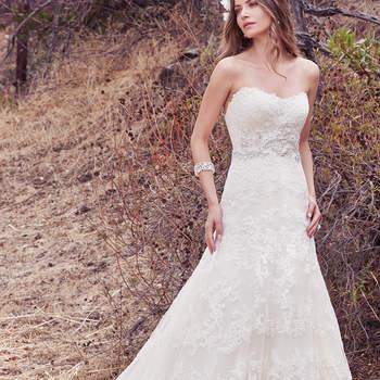 Klassisch und romantisch geht es mit diesem Brautkleid in A-Linie und ohne Träger weiter.