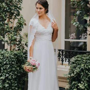 Robe de mariée simple modèle Malaga - Crédit photo: Elsa Gary