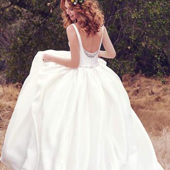 Yaron Mikado wurde hier verarbeitet, um ein märchenhaftes Brautkleid zu kreieren.