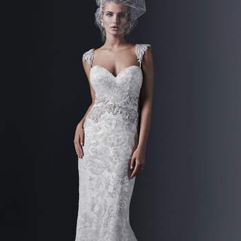 """Tulle et dentelle élégants se combinent pour créer cette robe de mariée fourreau magnifique. La taille est très accentuée par le biais de motifs et cristaux Swarovksi. Les épaules sont recouvertes par des broderies de perles.    <a href=""""http://www.sotteroandmidgley.com/dress.aspx?style=5SS635"""" target=""""_blank"""">Sottero &amp; Midgley</a>"""
