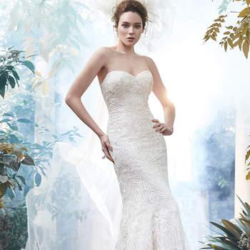 """Esse lindo vestido de noiva tomara que caia, está feito com tule e decorado com rendas. Feche tipo espartilho.   <a href=""""http://www.maggiesottero.com/dress.aspx?style=5MT670"""" target=""""_blank"""">Maggie Sottero</a>"""