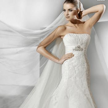 Tombé impeccable, bustier raffiné et dentelle  pour cette robe de mariée La Sposa 2012. - Source : splasposa.com