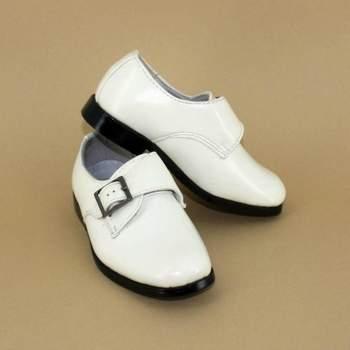Chaussures de cérémonie Renaldo pour petit garçon.  Crédit photo: Boutique Magique