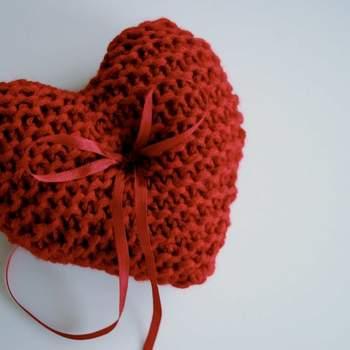Portafedi in lana a forma di cuore