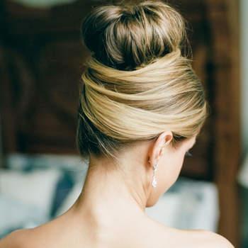 Penteado para noiva com coque alto   Credits: Dana Fernandez Photography
