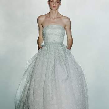 """Vestido color menta en el que el tejido forma delicadas composiciones florales. Foto: Barcelona Bridal Week.   Descubre la <a href=""""http://zankyou.9nl.de/tn3n"""" target=""""_blank"""">Colección 2015 de Rosa Clará aquí</a>"""