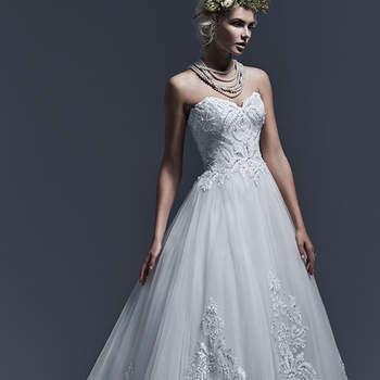 """Tulle léger et dentelle brodée pour créer cette indéniablement élégante robe de bal . Les motifs de dentelle ornées de cristaux Swarovski et de perles ornent le corsage et la jupe , créant une touche de lumière. C'est aussi le cas des épaules en organza.   <a href=""""http://www.sotteroandmidgley.com/dress.aspx?style=5SW623"""" target=""""_blank"""">Sottero &amp; Midgley</a>"""