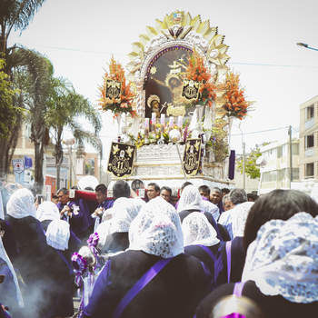 El Señor de los Milagros en la lente de un fotógrafo de bodas. ¡Emotivas imágenes!