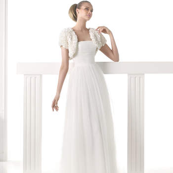 """<a href=""""http://zankyou.9nl.de/n84e"""" target=""""_blank"""">Click here</a> to request an appointment with Pronovias.</p>"""