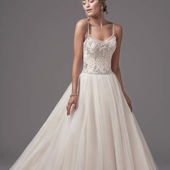 """Swarovski Kristalle, Perlen und eine mädchenhafte Prinzessinnen-Attitüde machen diese Robe vollkommen. <a href=""""https://www.maggiesottero.com/sottero-and-midgley/jakayla/10231?utm_source=mywedding.com&amp;utm_campaign=spring17&amp;utm_medium=gallery"""" target=""""_blank"""">Sottero and Midgley</a>"""