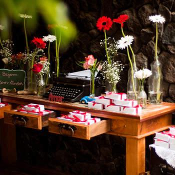 Casamentos ao ar livre são lindos. E aproveitar a natureza para criar uma decoração rústica é perfeito para o estilo. Veja estas ideias para uma decoração rústica e inspire-se.