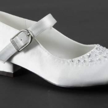 Chaussure de cérémonie Romane pour petite fille. Crédit photo: Mariage Pronoce
