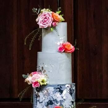 Foto: Misshavishamscakes - Pastel en tonos grisis con efecto marmoleado