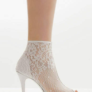 Mira la hermosa selección de calzado para novia de Rosa Clará que tenemos para ti. Fotos de Rosa Clará