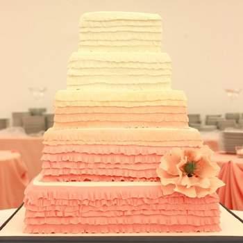 Bolo com folhos. Bolo: Vintage Cake Company